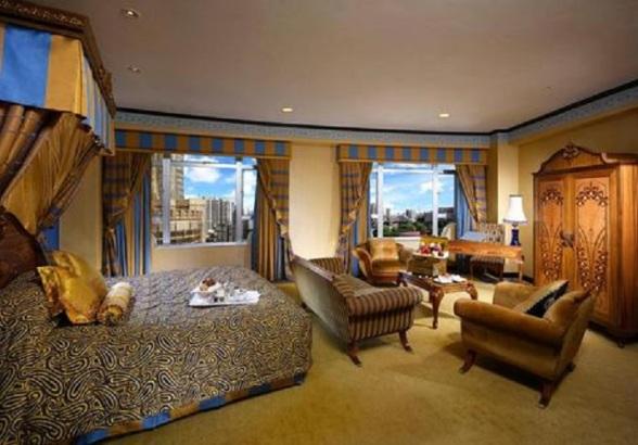 2241284-Lisboa-Hotel-Macau-Guest-Room-3-DEF