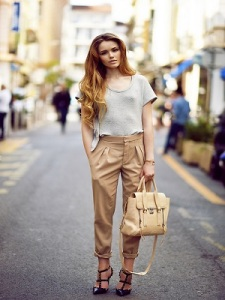 grey-crew-neck-t-shirt-tan-skinny-pants-black-pumps-beige-satchel-bag-original-2949