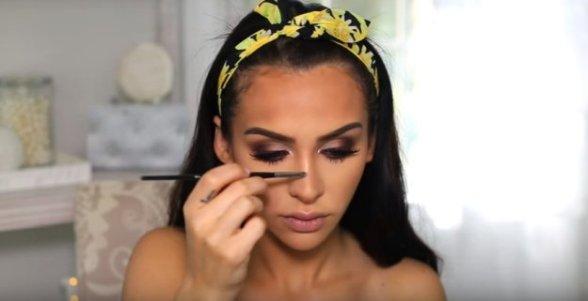 highlight-nose-bridge-boho-makeup-21