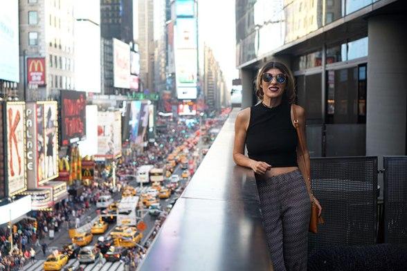 hm-black-crop-top-perverse-sunglasses-ella-moss-print-pants