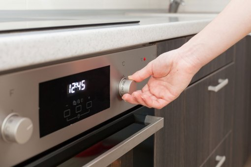 03-know-things-to-know-before-self-clean-oven-501707192-brizmaker