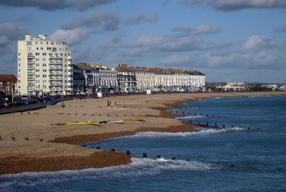 1200px-Eastbourne_Beach_-_geograph.org.uk_-_1582936