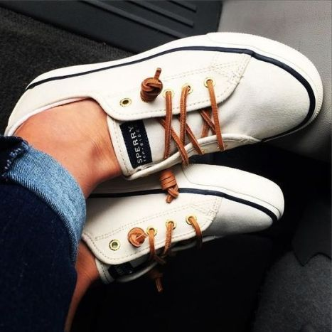 1d34a977180c2be86a22b00589f95be7--womens-shoes-sneakers-canvas-sneakers.jpg