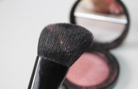bareMinerals-blooming-blush-brush-review-with-blush.jpg
