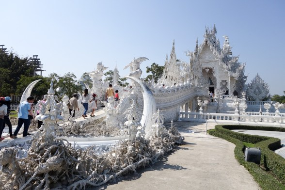 the-white-temple-wat-rong-khun-in-chiang-rai-03.jpg