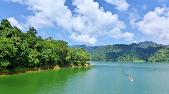 151112120235-malaysia-rainforest-resorts-belum-4