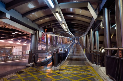 22Hong_Kong_10Volume_3_105Night_071Central-Mid-Levels_escalators_2