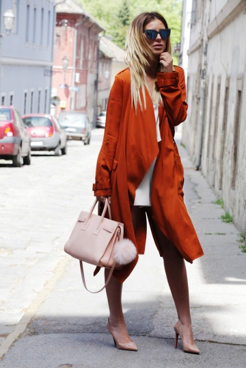 white-mini-skirt-sun-blonde-peach-bag-tan-shoe-pumps-orange-jacket-coat-trench-spring-summer-lunch