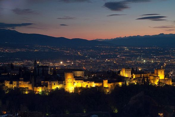 Sunset Alhambra_palace_and_surrounding_area