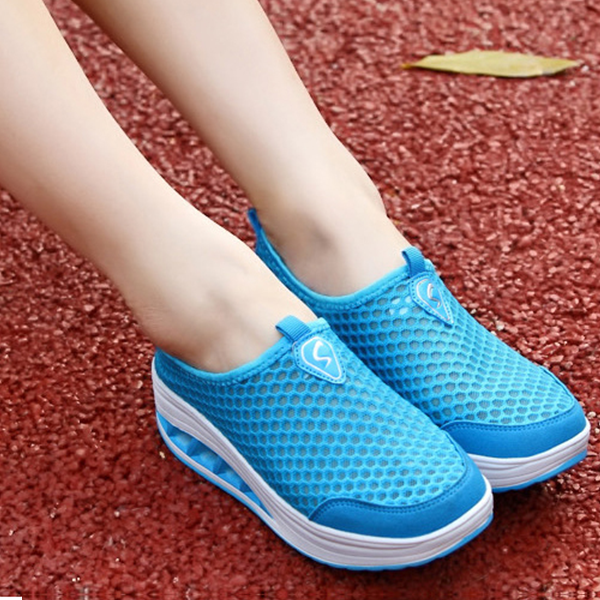 ladies-breathable-shaking-net-rubber-shoes-blue-02-600x600.png